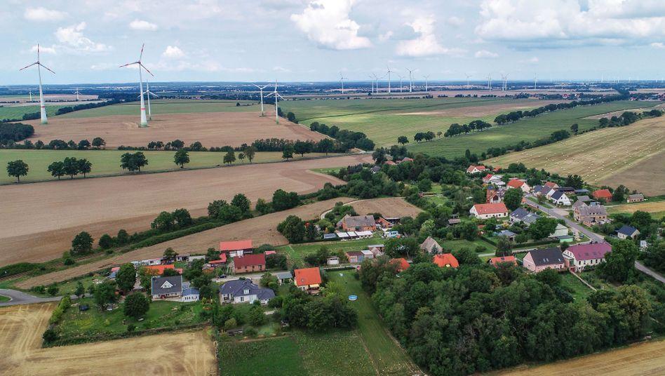 Windenergieanlagen in Brandenburg: Mindestens 1000 Meter Abstand zu Wohnhäusern