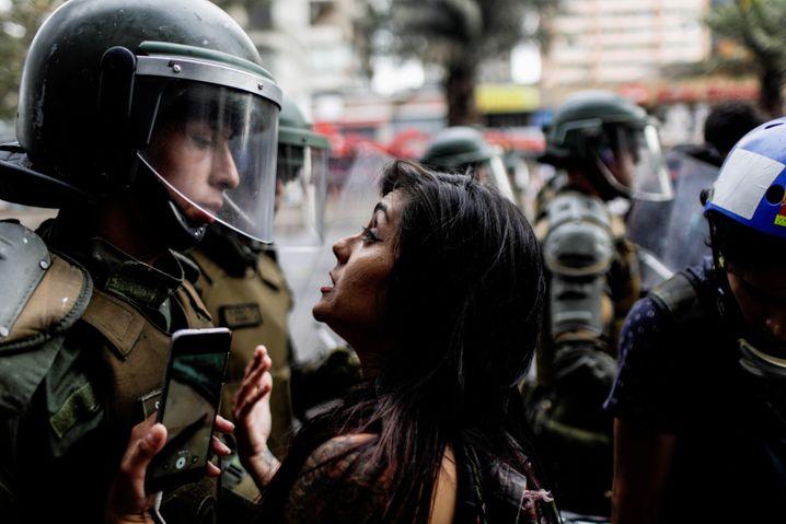 Sicherheitskräfte gegen Demonstranten: Santiago im Dezember 2019