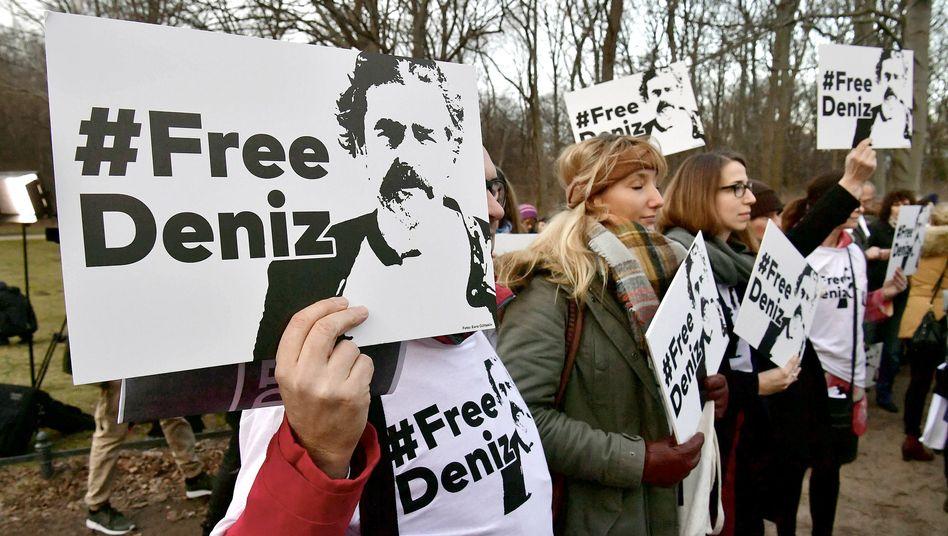 """""""#FreeDeniz""""-Demonstranten in Berlin"""