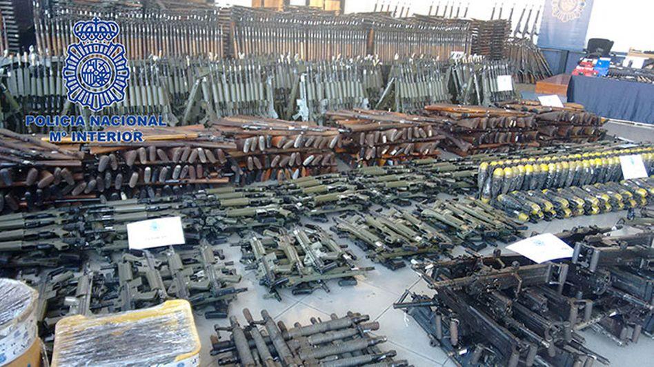 Sichergestelltes Waffenarsenal in Spanien