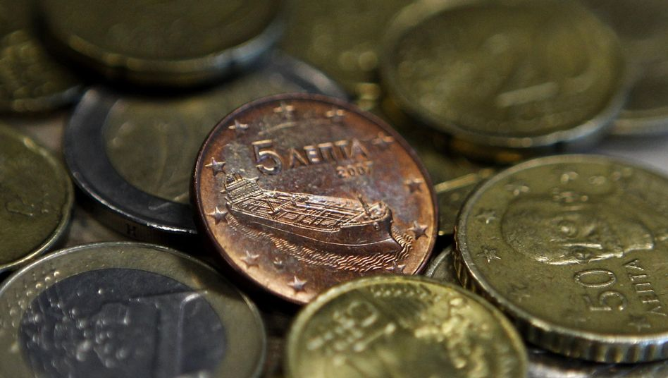 Griechische Euro-Münzen: Im Tausch gegen die alten Anleihen gibt es auch Bares
