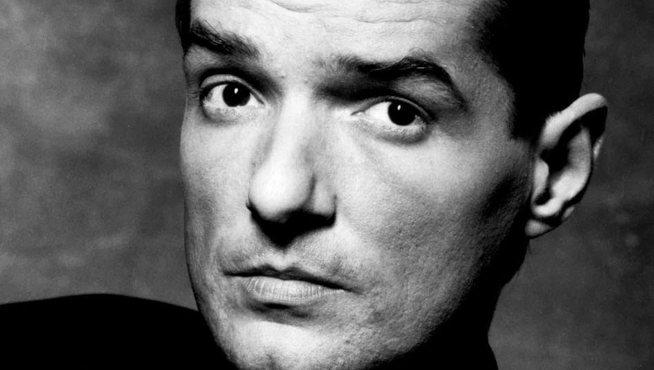 """Er rockte nicht nur Amadeus: Der Wiener Hans Hölzel, der als Falco mit Hits wie """"Rock Me Amadeus"""", """"Kommissar"""" oder """"Jeannie"""" weltweit begeisterte, war 40, als er im Februar 1998 bei einem Autounfall in der Dominikanischen Republik ums Leben kam."""