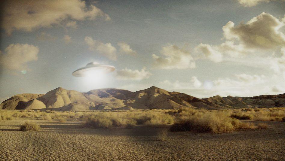 Ufo über der kalifornischen Mojave-Wüste (Montage)