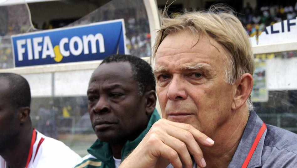 Kameruns Nationaltrainer Finke (r.): qualifiziert für die WM 2014