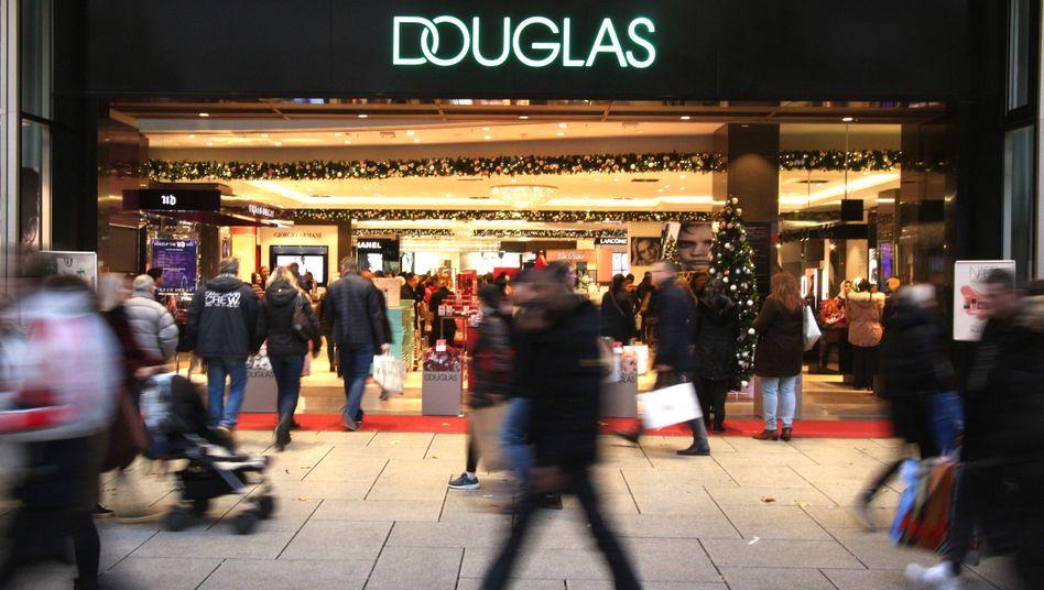 Douglas-Filiale auf der Frankfurter Zeil: Massiver Umsatzeinbruch im Filialgeschäft