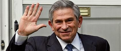 World Bank President Paul Wolfowitz leaves his home in Chevy Chase, Maryland, on Thursday.