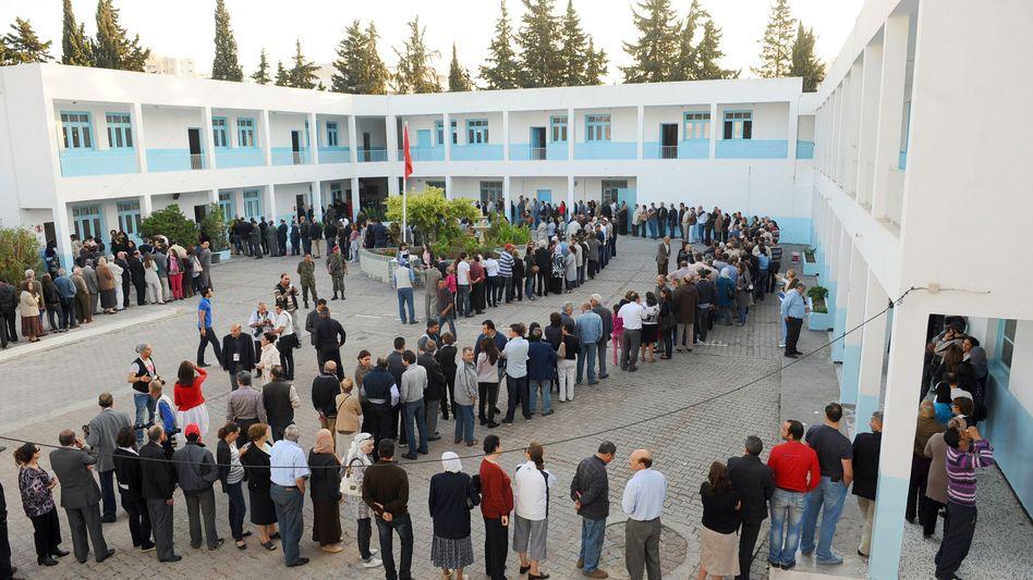 Wahllokal in tunesischer Hauptstadt Tunis: Erste freie Wahlen in der Geschichte des Landes