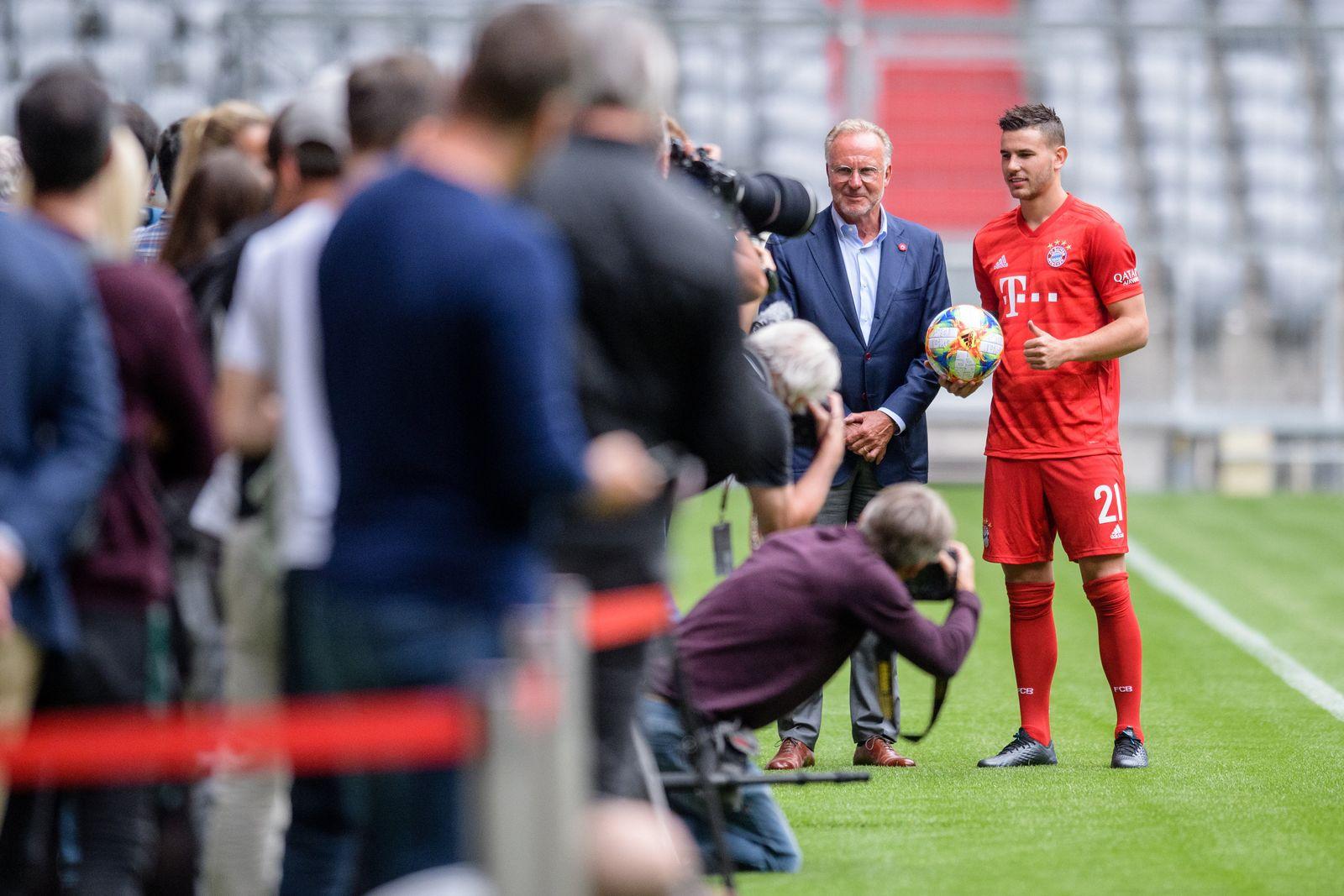 Vorstellung Hernandez beim FC Bayern