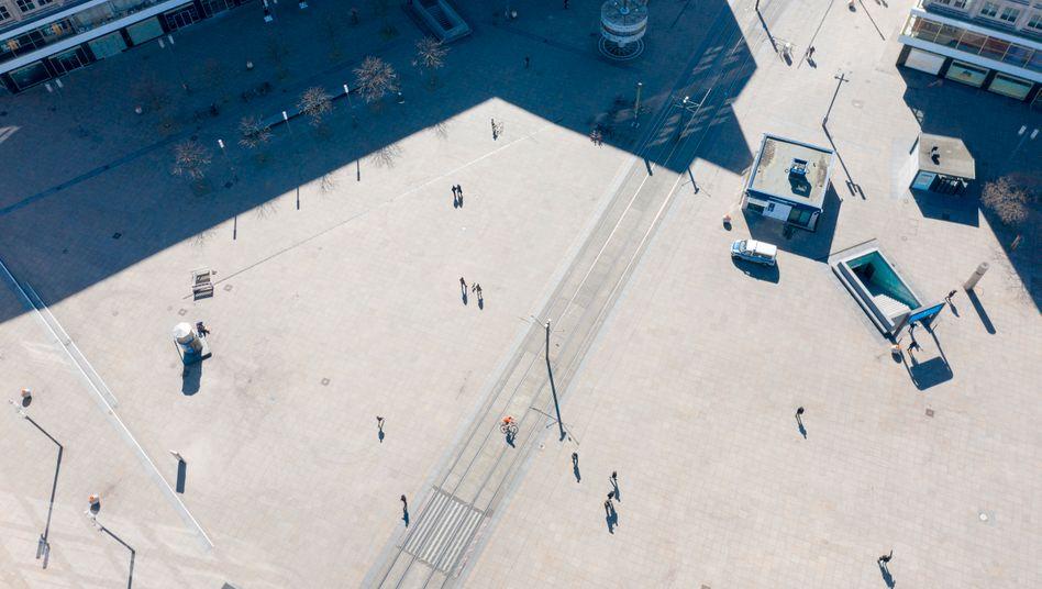 Menschenleerer Alexanderplatz in Berlin während der Corona-Maßnahmen.