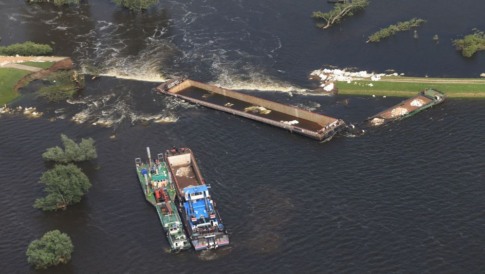 Photo Gallery: Sinking Ships to Plug a Dike