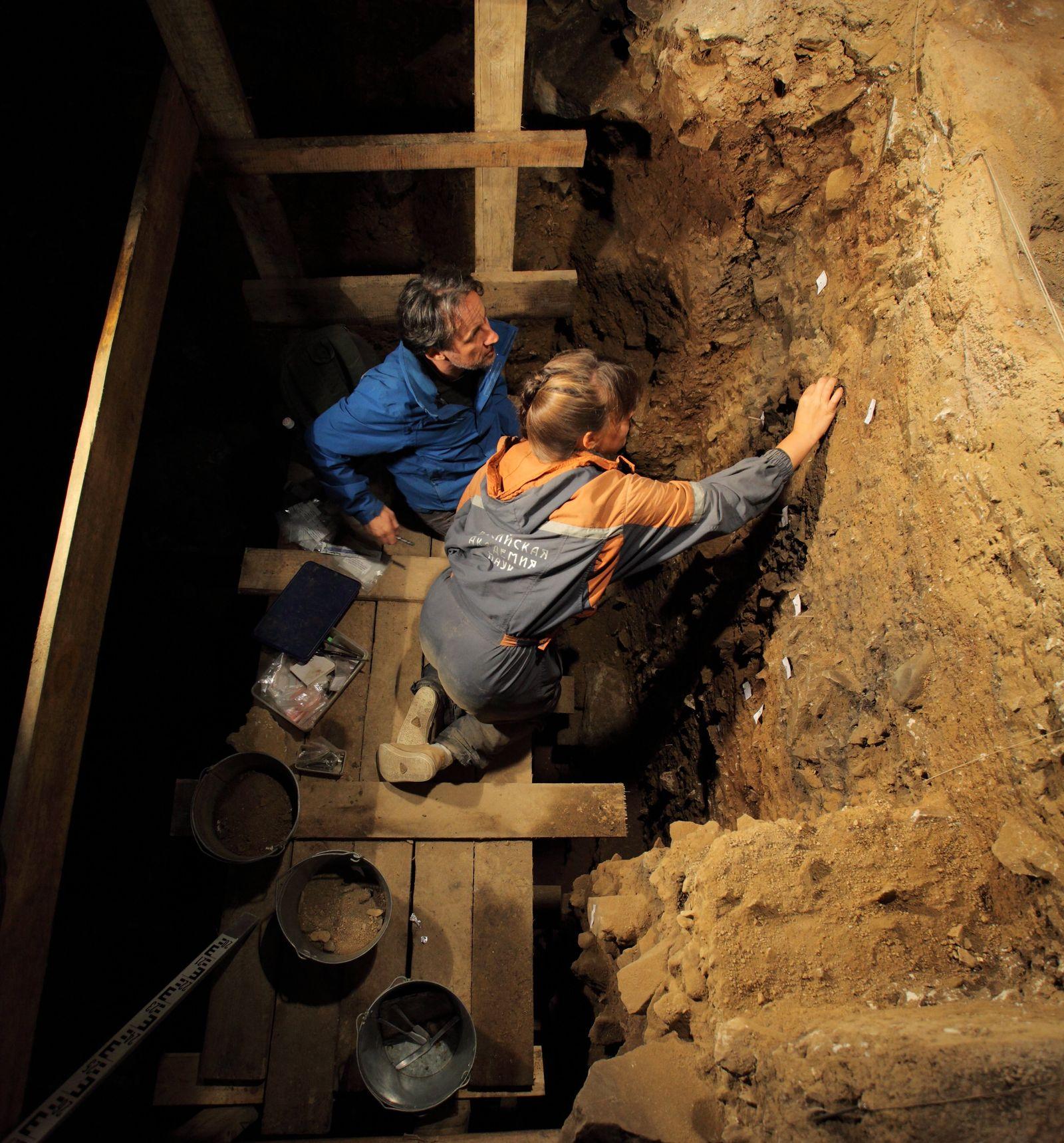 EINMALIGE VERWENDUNG Denisova Höhle