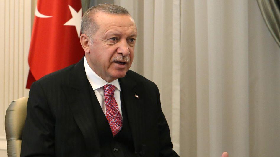 Präsident Erdoğan während einer Videokonferenz mit AKP-Parteivertretern am 1. Juli, in der er ein schärferes Vorgehen gegen soziale Medien ankündigte