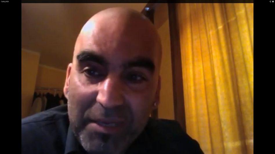 Bahram Sadeghi: Der niederländische Journalist bei seinem Anruf bei der NSA