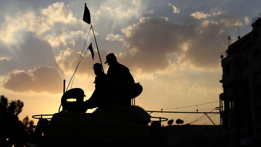 Verfassungsstreit in Ägypten: Panzer und Parolen