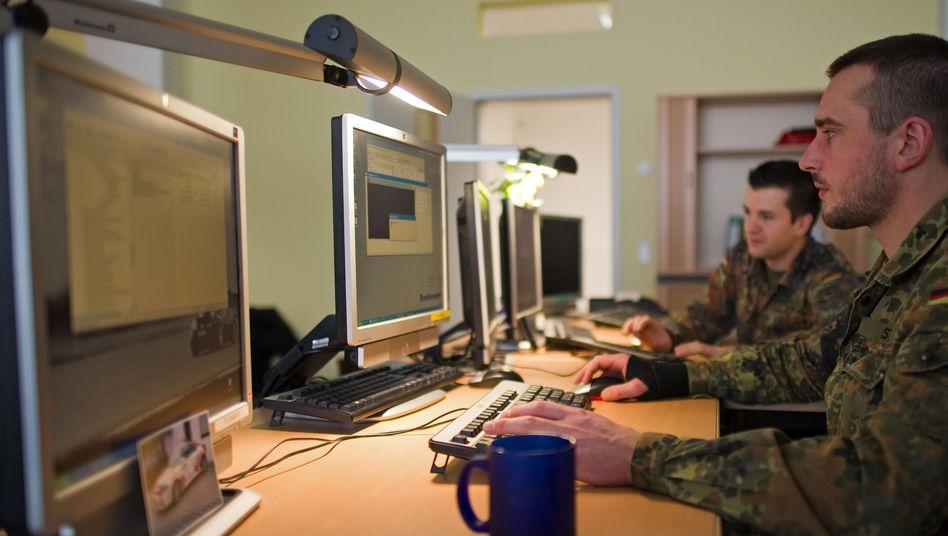 Bundeswehrsoldaten im Kompetenzzentrum für Software-Entwicklung in Dresden