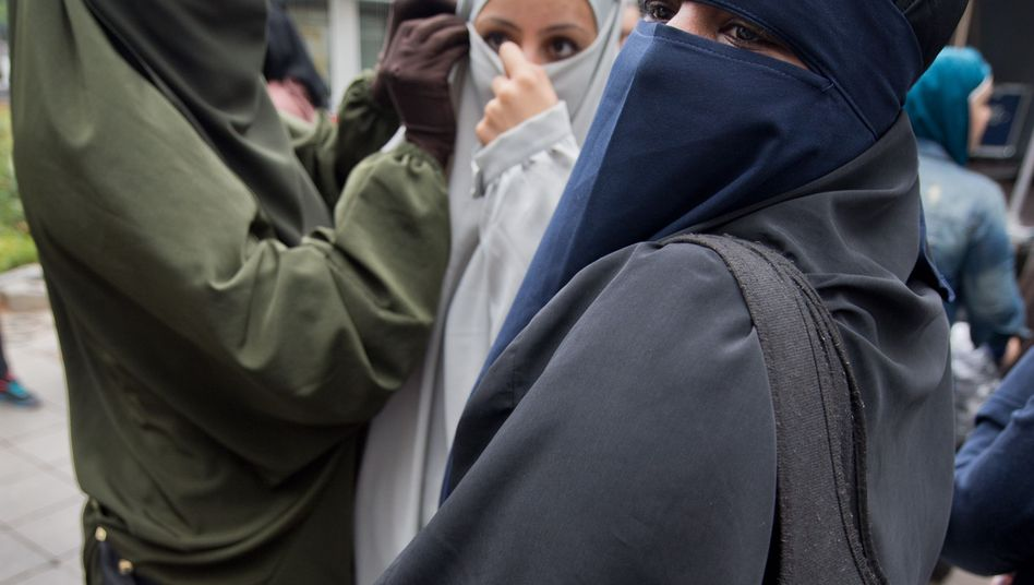 Veiled women in the German city of Offenbach in 2014