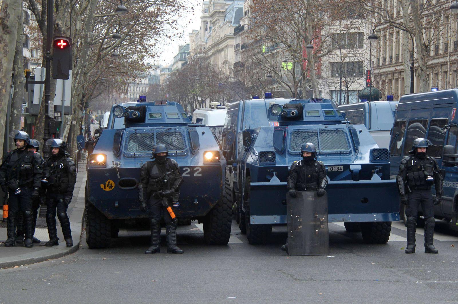 EINMALIGE VERWENDUNG französisches Polizeifahrzeug/ gepanzert