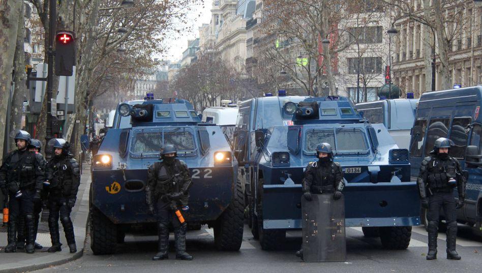 Französische gepanzerte Polizeifahrzeuge (Archivbild)