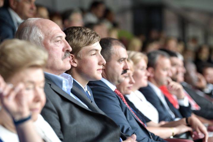 Präsident Alexander Lukaschenko im Stadion: Fußball ist Chefsache