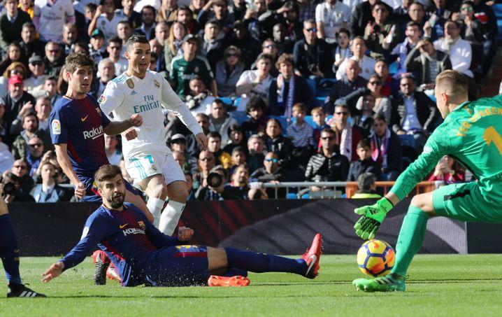 Marc-Andre ter Stegen pariert gegen Cristiano Ronaldo (31.)