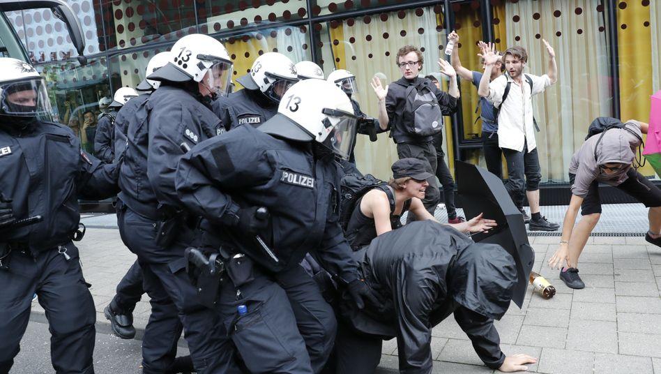 Polizeieinsatz in Hamburg bei G20 im Juli 2017 (Archivbild)