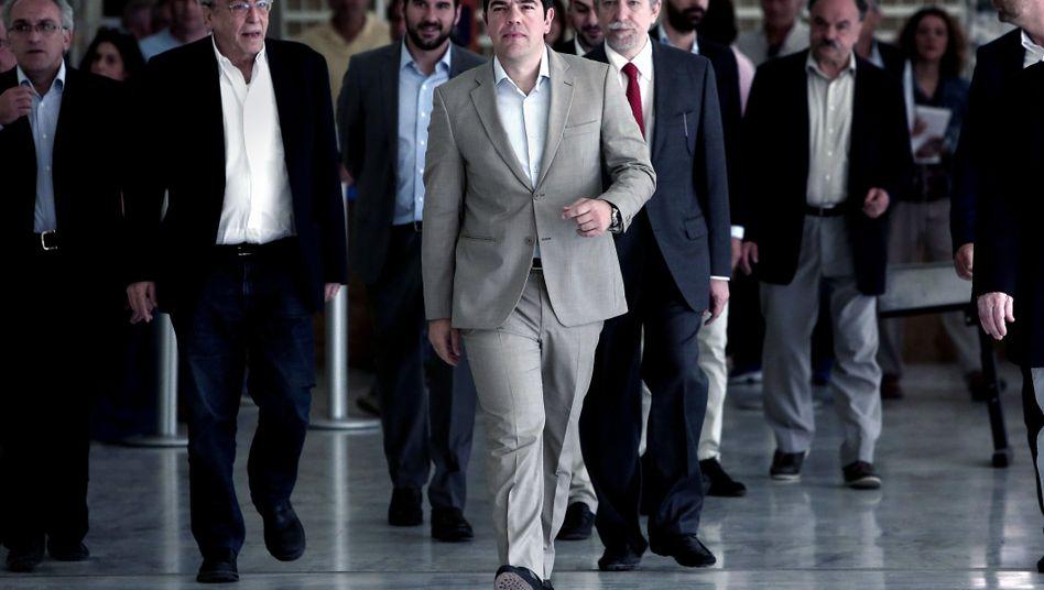 Premier Tsipras (M.) in Athen: Vorbild Sambia