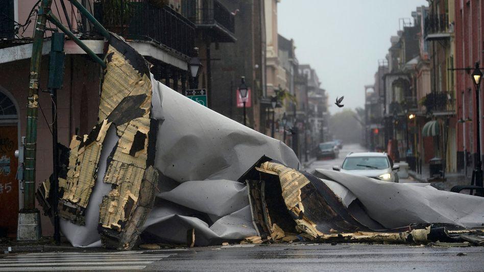 New Orleans: Teile eines Hausdachs sind auf eine Straße gestürzt
