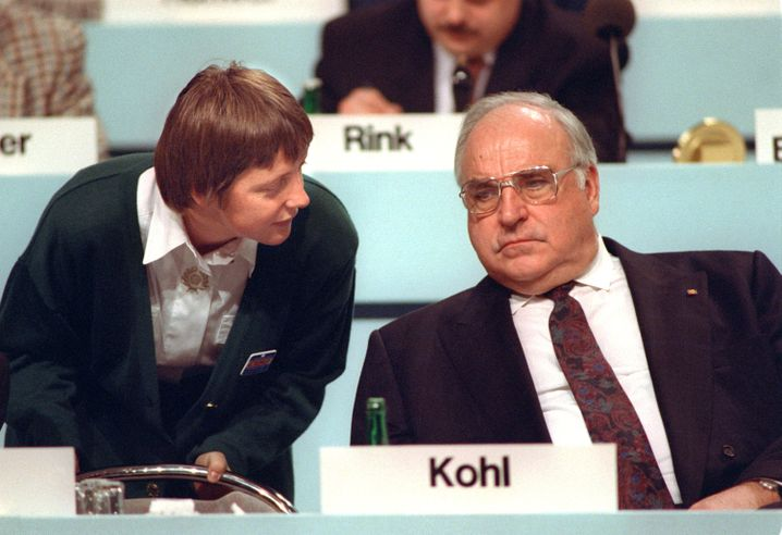 Angela Merkel together with then-Chancellor Helmut Kohl in 1991.