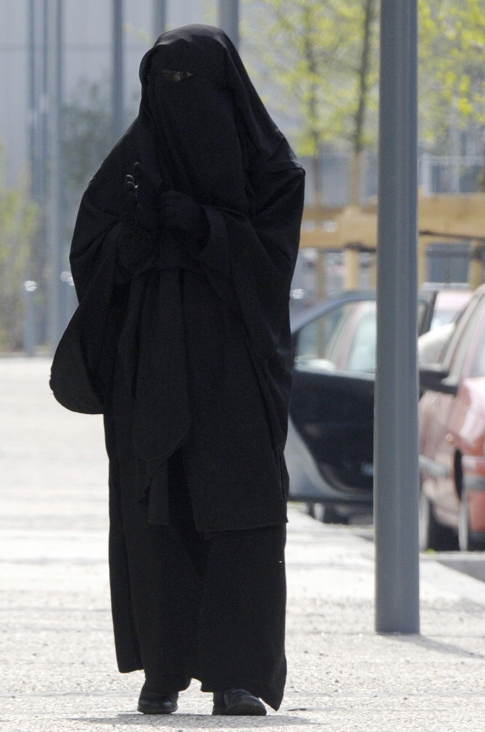 Islam / Burka / Frankreich / Frau / Verbot