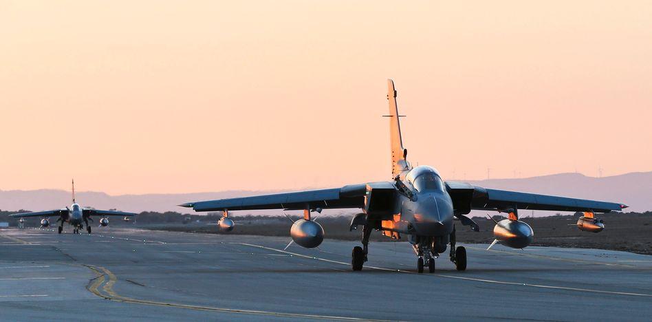 """Kampfjet """"Tornado"""" (hier im September 2014 auf dem Luftwaffenstützpunkt Akrotiri auf Zypern)"""