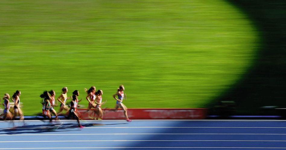 Läuferinnen bei einem 1500-Meter-Rennen