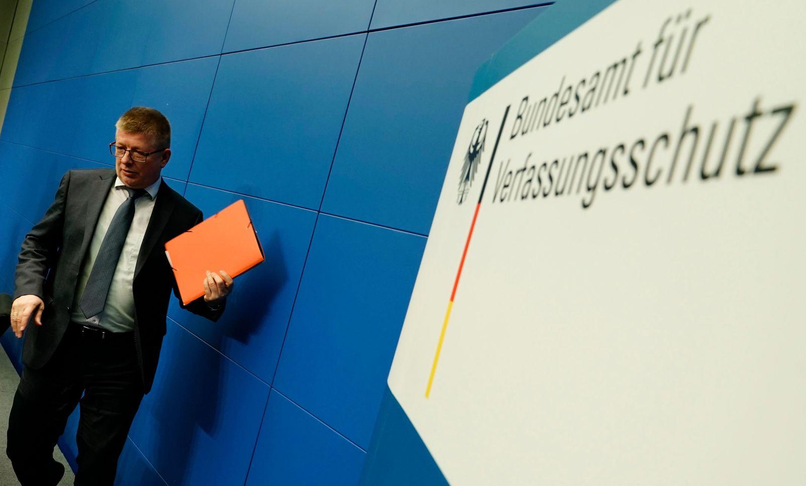 Verfassungsschutz prüft AfD