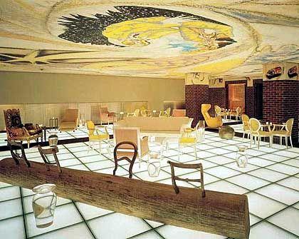 Starcksche Spielerei: In der Bar des Hudson strahlt der Fußboden
