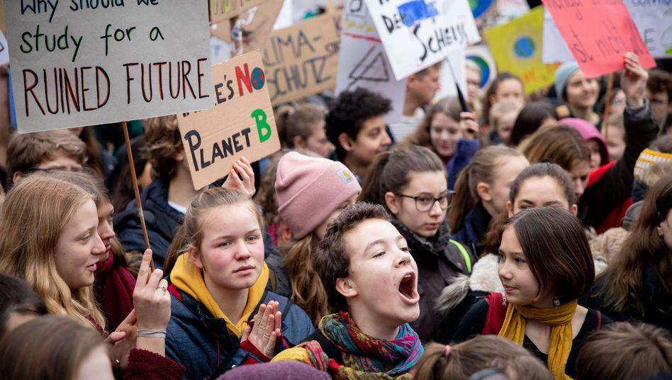 """Schüler bei einer """"Fridays for Future""""-Demonstration in Berlin"""