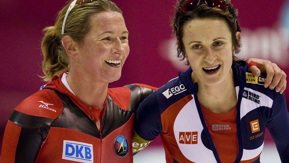 Eisschnellläuferinnen Pechstein (l.) und Sablikova: Starke Leistungen in Heerenveen