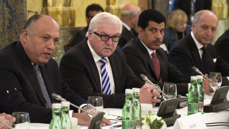 Steinmeier (2.v.l.) auf der Syrienkonferenz in Wien: Gegen den IS vorgehen