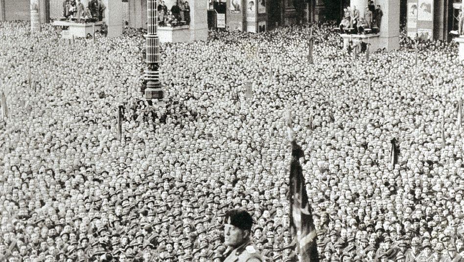 """Faschistenführer Mussolini in Mailand 1936: """"Sexuelle Bulimie"""""""