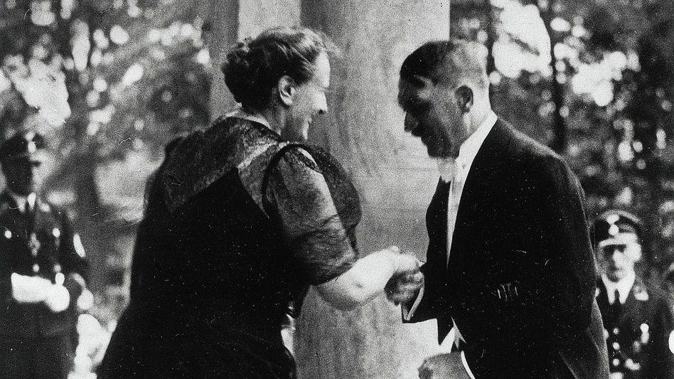 Bayreuth-Gastgeberin Winifred Wagner, Gast Hitler 1937:»Das Heldenhafte ist das Große«