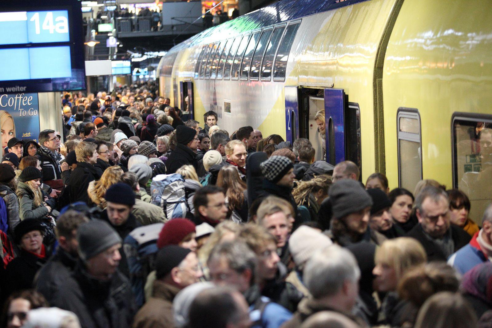 Passagiere/ Hamburger Hauptbahnhof