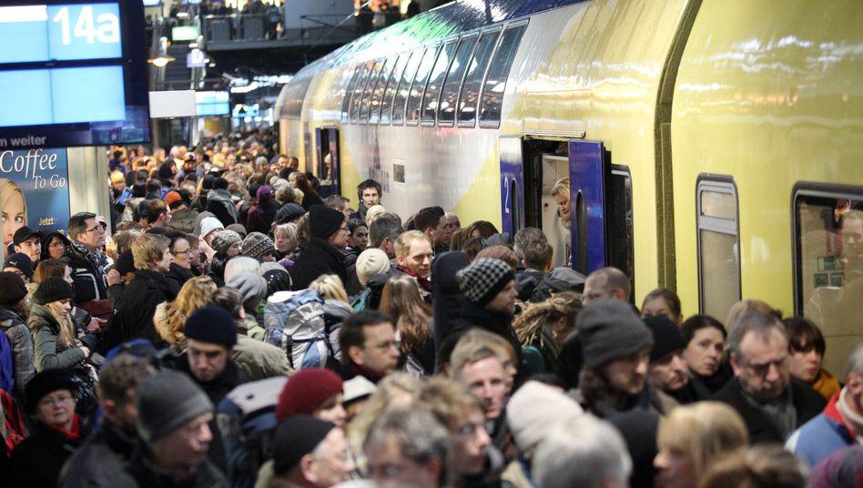 Überfüllter Bahnsteig am Hamburger Hauptbahnhof: Da schwelt was