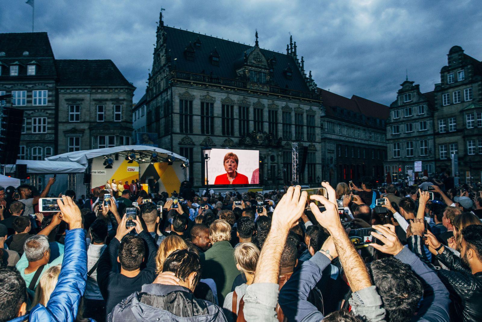 EINMALIGE VERWENDUNG NUR FÜR SPIEGEL Plus SP 35/2017, S.32 Merkel / Wahlkampf