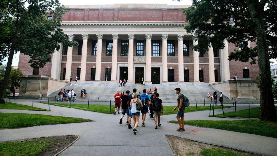Eliteuniversität Harvard: Ausländischen Studierenden droht bei einem Onlinesemester an US-Unis die Ausweisung