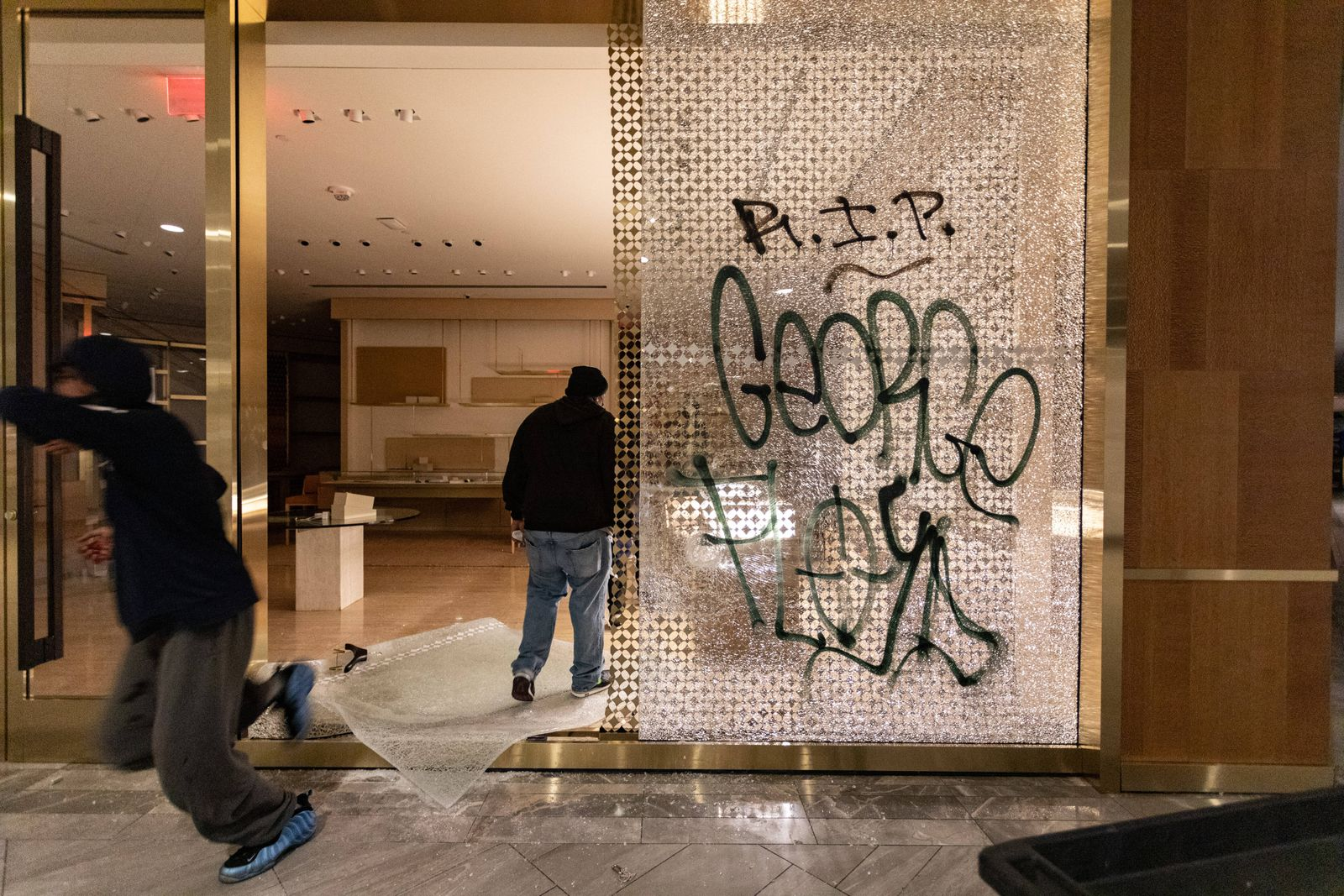 May 31, 2020, Boston, Massachusetts, USA: A looter inside Louis Vuitton inside Copley Place in Boston. Many stores in d