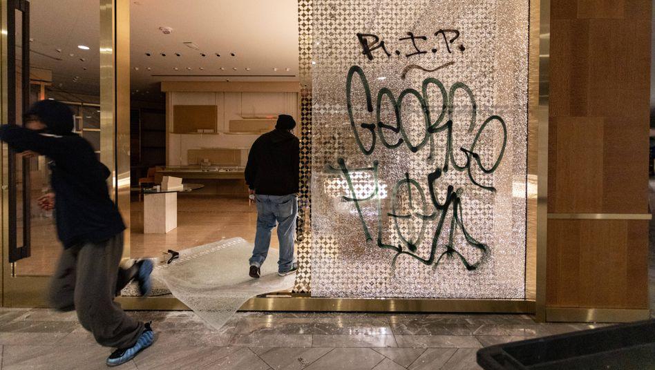 Ein Louis-Vuitton-Geschäft in Boston wird geplündert