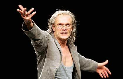 Edgar Selge als Faust: Buchstäblich entfesselt