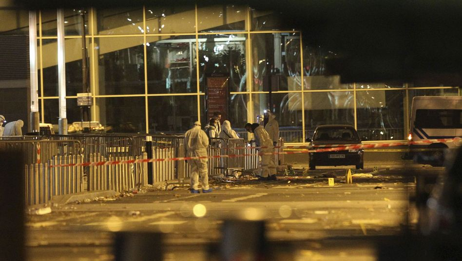 Anschlagsort am Stade de France in Paris: Wer sind die Angreifer wirklich?