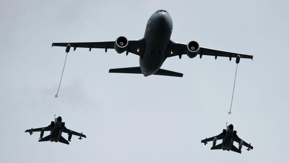 Tankflugzeug der Luftwaffe (Archivbild): Krieg erzeugt nur Krieg