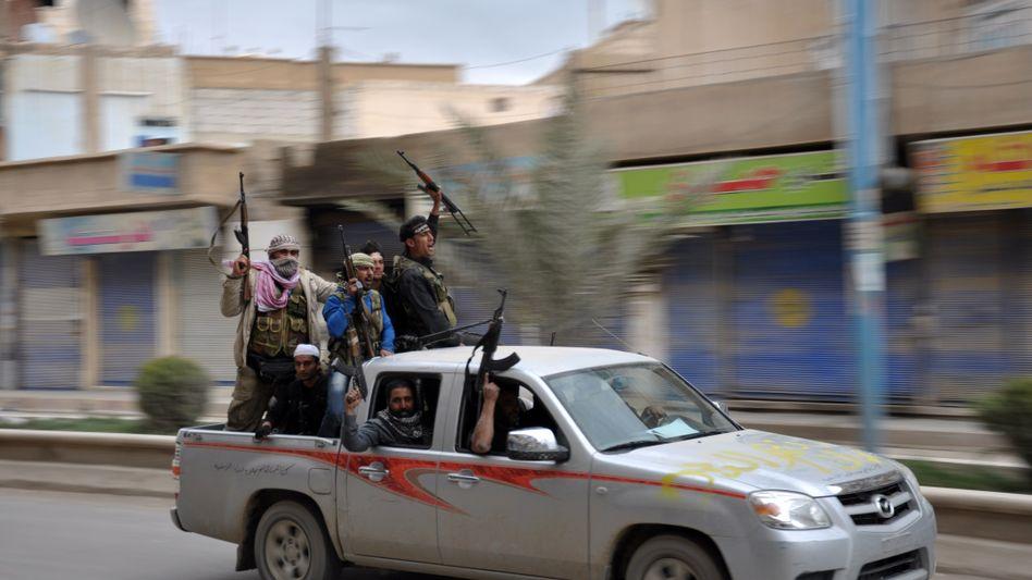 Rebellen in Syrien: Deutschland will Westen und Sanitätsmaterial liefern