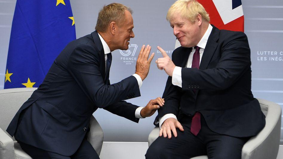 """Donald Tusk (l.), Boris Johnson: Wut über """"Instrument der Einkerkerung"""""""