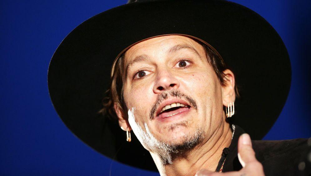 Johnny Depp: Ärger wegen der Hunde